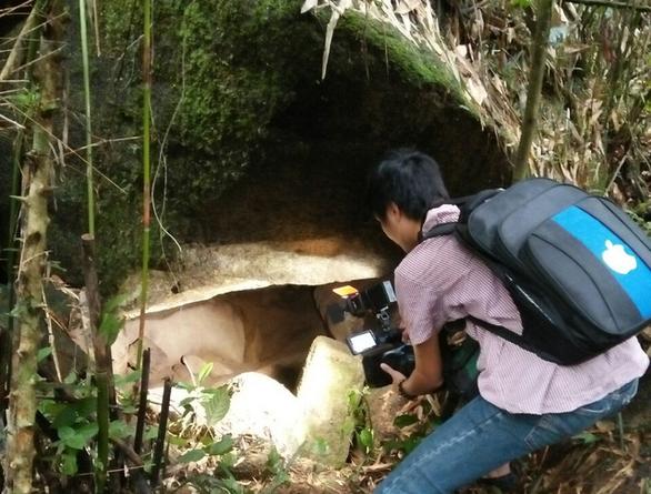 Phát hiện hang động ở Thanh Hóa có đồ sứ nghi là cổ vật - Ảnh 3.