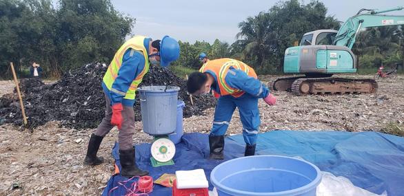 Vụ đem chất thải san lấp mặt bằng: Chất thải có nguồn gốc từ sản xuất giấy - Ảnh 1.