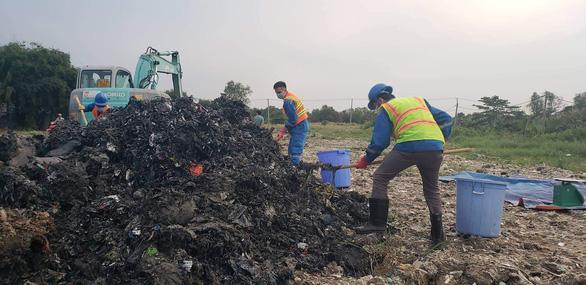 Vụ đem chất thải san lấp mặt bằng: Chất thải có nguồn gốc từ sản xuất giấy - Ảnh 4.