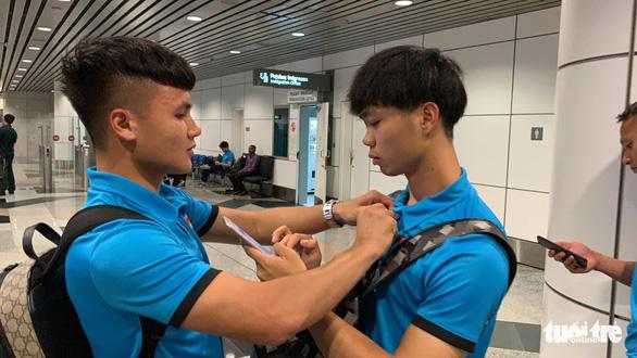Tuyển Việt Nam đã đến Malaysia chuẩn bị trận chung kết AFF Cup - Ảnh 1.