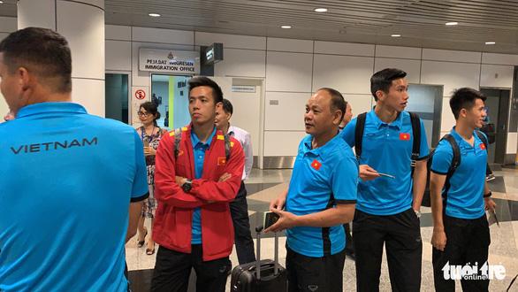 Tuyển Việt Nam đã đến Malaysia chuẩn bị trận chung kết AFF Cup - Ảnh 2.