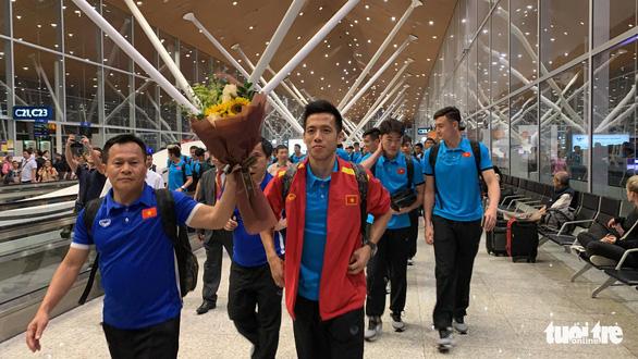 Tuyển Việt Nam đã đến Malaysia chuẩn bị trận chung kết AFF Cup - Ảnh 4.