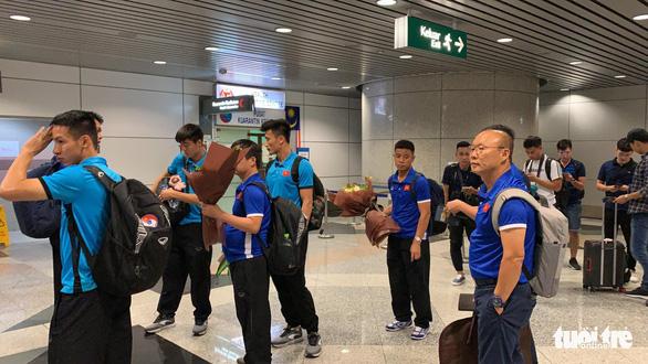 Tuyển Việt Nam đã đến Malaysia chuẩn bị trận chung kết AFF Cup - Ảnh 5.