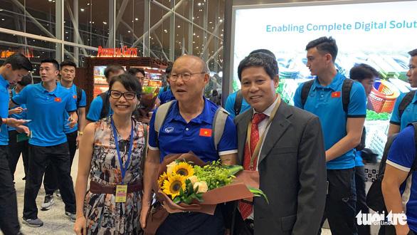 Tuyển Việt Nam đã đến Malaysia chuẩn bị trận chung kết AFF Cup - Ảnh 7.