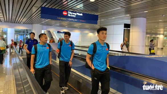 Tuyển Việt Nam đã đến Malaysia chuẩn bị trận chung kết AFF Cup - Ảnh 8.