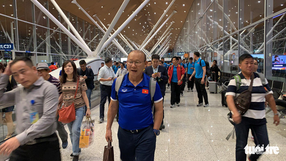 Tuyển Việt Nam đã đến Malaysia chuẩn bị trận chung kết AFF Cup - Ảnh 9.