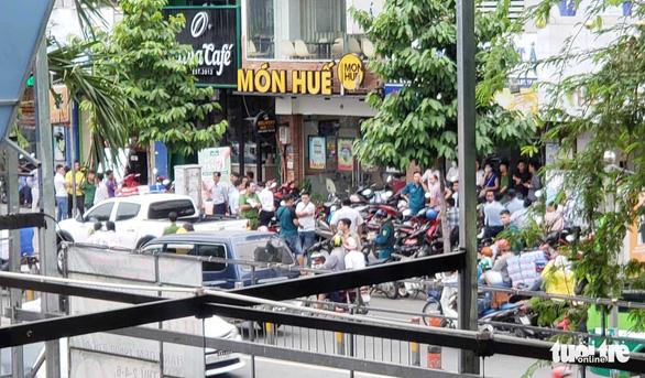 Nghi can khống chế 5 người, cướp 1 tỉ đồng của Ngân hàng Việt Á - Ảnh 2.