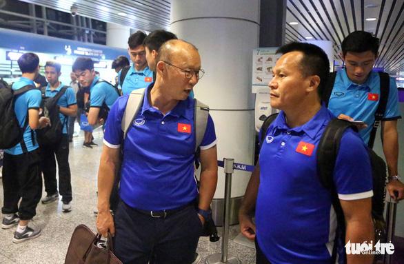 Tuyển Việt Nam đã đến Malaysia chuẩn bị trận chung kết AFF Cup - Ảnh 10.