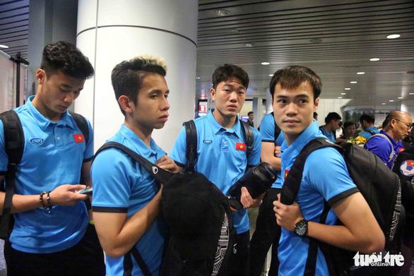 Tuyển Việt Nam đã đến Malaysia chuẩn bị trận chung kết AFF Cup - Ảnh 11.