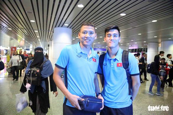 Tuyển Việt Nam đã đến Malaysia chuẩn bị trận chung kết AFF Cup - Ảnh 12.