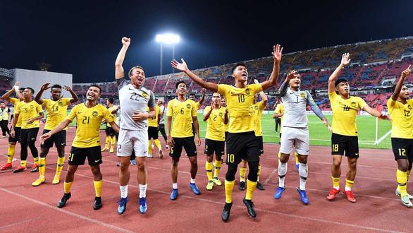 Tuyển Malaysia lột xác nhờ tinh thần, Việt Nam cẩn thận chung kết - Ảnh 1.