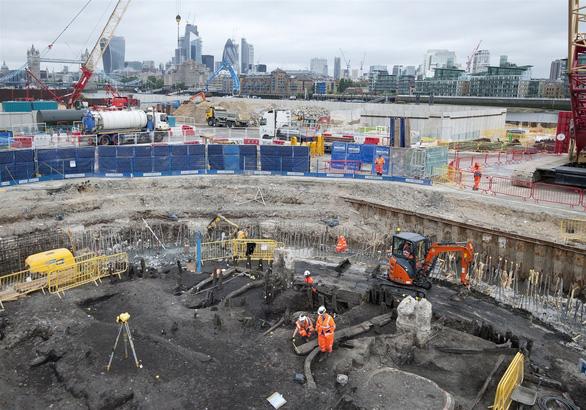 Phát hiện bộ xương người 500 năm tuổi dưới cống nước ở Anh - Ảnh 2.