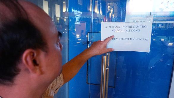 Chưa đến tết ATM đã lỗi, hết tiền, ngưng hoạt động - Ảnh 2.