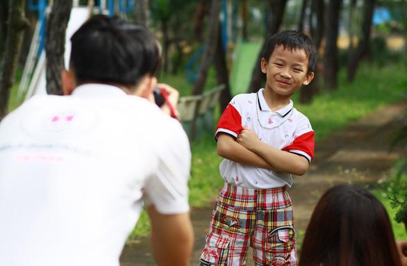750 ảnh chân dung trẻ em và bệnh nhân ung bướu  xúc động - Ảnh 2.