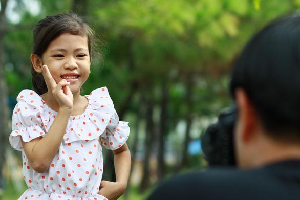 750 ảnh chân dung trẻ em và bệnh nhân ung bướu  xúc động - Ảnh 1.