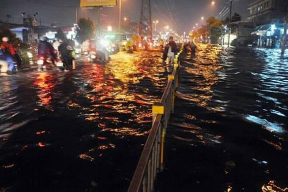 Cộng đồng mạng than trời vì ngập nặng ở Đà Nẵng - Ảnh 1.