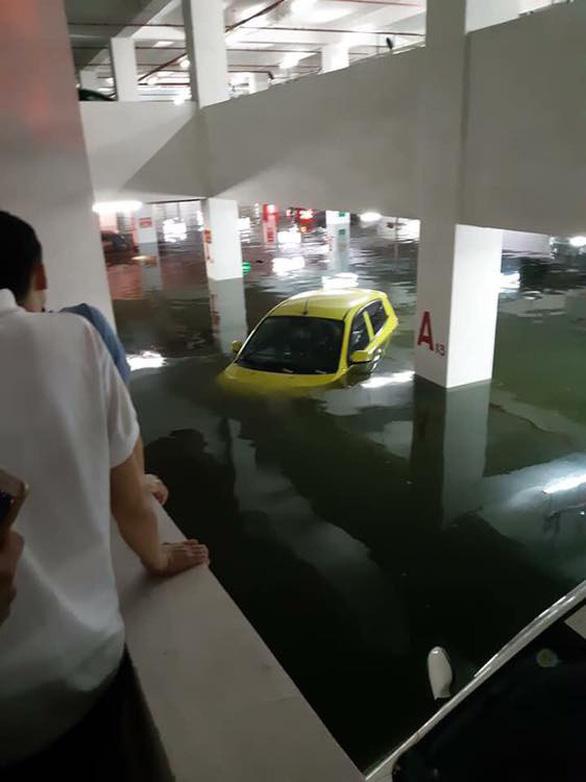 Cộng đồng mạng than trời vì ngập nặng ở Đà Nẵng - Ảnh 2.