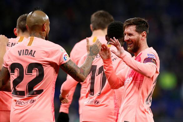 Messi vẫn chất: hai cú đá phạt thần sầu quỷ khốc trong một trận - Ảnh 2.