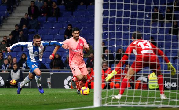 Messi vẫn chất: hai cú đá phạt thần sầu quỷ khốc trong một trận - Ảnh 4.