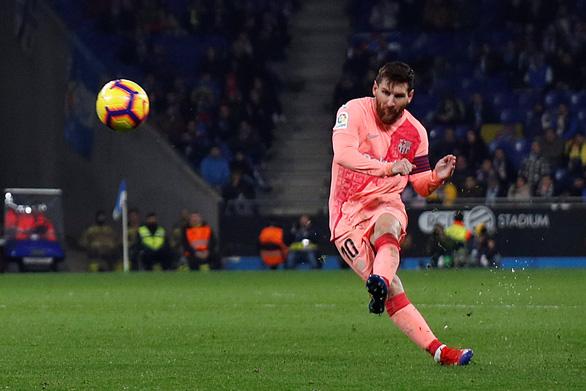 Messi vẫn chất: hai cú đá phạt thần sầu quỷ khốc trong một trận - Ảnh 3.