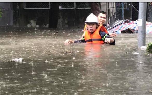 Mưa lớn kéo dài, Đà Nẵng tốc lực đào kênh thoát nước - Ảnh 6.