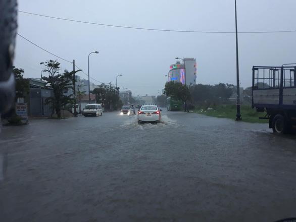 Cộng đồng mạng than trời vì ngập nặng ở Đà Nẵng - Ảnh 4.