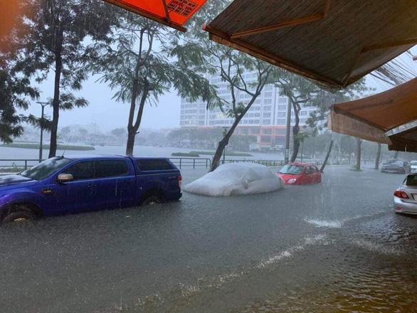 Cộng đồng mạng than trời vì ngập nặng ở Đà Nẵng - Ảnh 5.