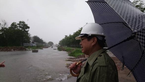 Mưa lớn kéo dài, Đà Nẵng tốc lực đào kênh thoát nước - Ảnh 5.