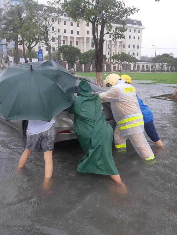 Mưa lớn kéo dài, Đà Nẵng tốc lực đào kênh thoát nước - Ảnh 7.