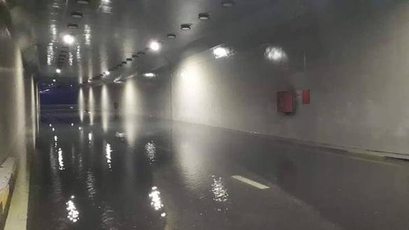 Sau một đêm mưa lớn, Đà Nẵng ngập nặng - Ảnh 12.