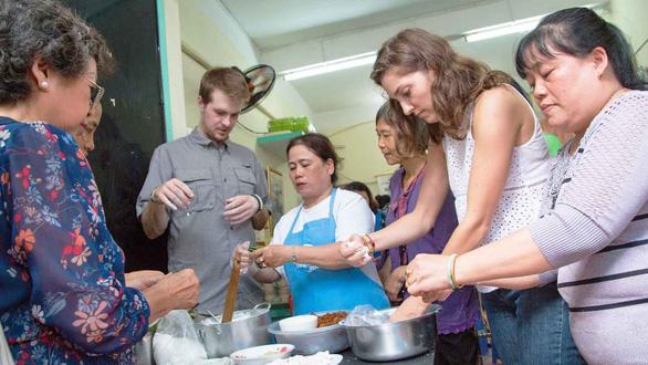 Học làm sứ giả ẩm thực Việt - Ảnh 1.