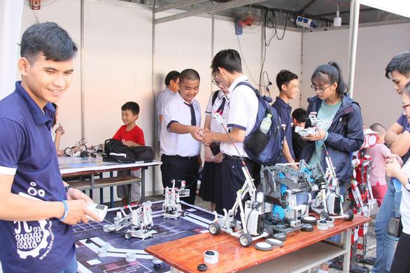Sôi động Ngày hội toán học mở đầu tiên tại TP.HCM - Ảnh 2.