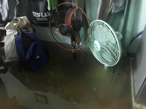 Sau một đêm mưa lớn, Đà Nẵng ngập nặng - Ảnh 6.