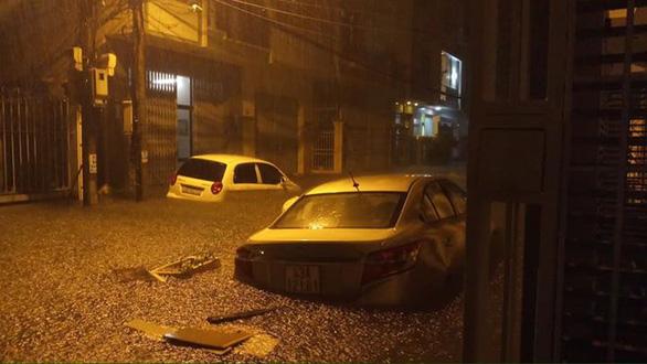 Sau một đêm mưa lớn, Đà Nẵng ngập nặng - Ảnh 3.