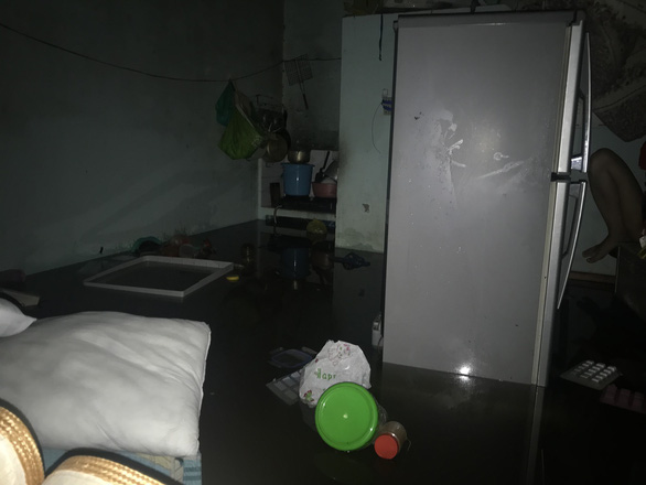 Sau một đêm mưa lớn, Đà Nẵng ngập nặng - Ảnh 8.