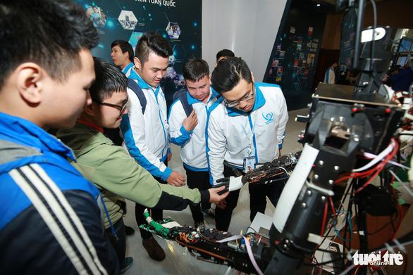 Robot, máy in 3D tại triển lãm sinh viên Việt Nam - Ảnh 5.