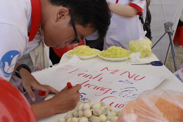Sôi động Ngày hội quốc tế những người tình nguyện - Ảnh 2.