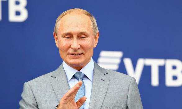 Con gái út ông Putin lộ diện trên truyền hình Nga? - Ảnh 2.