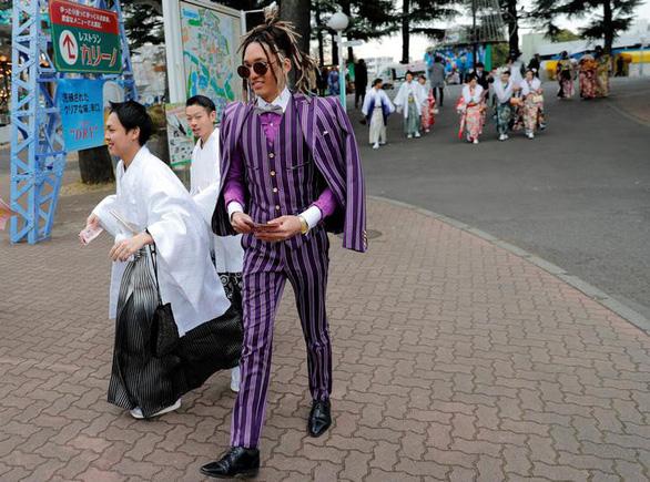 Thiếu nữ Nhật rạng rỡ kimono trong lễ trưởng thành - Ảnh 2.