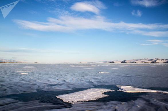 Vẻ đẹp tinh khiết của hồ Baikal và hồ Xanh - Ảnh 2.
