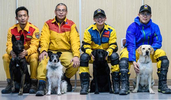 Chó cứu hộ cứu được người mắc kẹt sau 15 giờ tại Đài Loan - Ảnh 2.