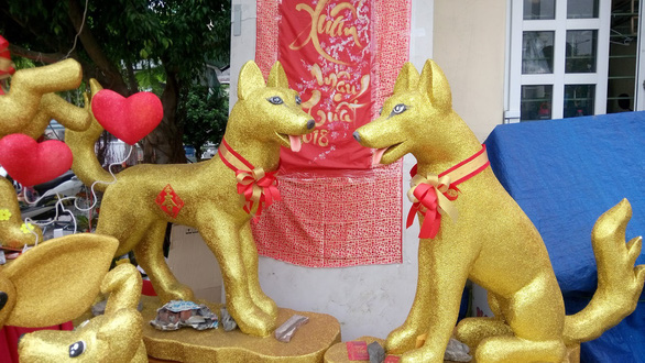 Dân Sài Gòn - Hà Nội bỏ tiền triệu sắm linh vật chó chơi Tết - Ảnh 8.