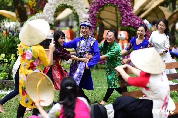 Hội hoa xuân Tao Đàn đã mở cửa đợi khách thưởng hoa - Ảnh 16.