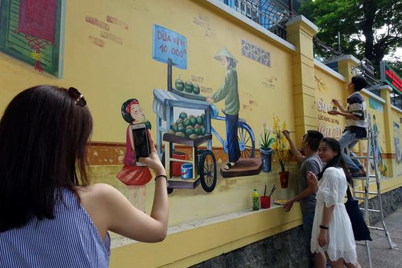 'Thêm tết' cho những bức tranh đường phố - Ảnh 3.