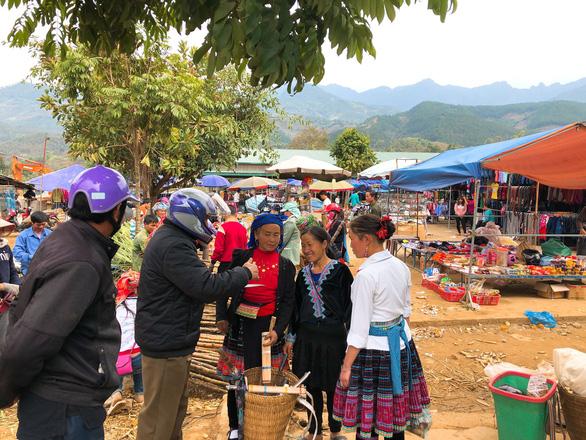Tết vùng cao: Phiên chợ San Thàng - Ảnh 4.