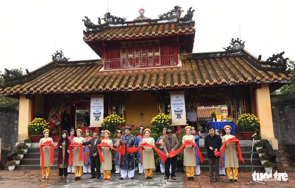 Không gian trưng bày về vua Minh Mạng ở Hiếu Lăng - Ảnh 1.