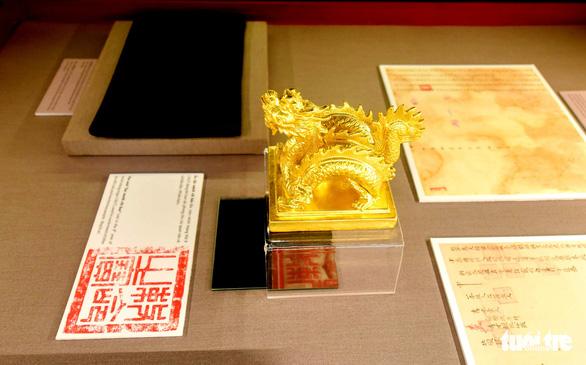 Không gian trưng bày về vua Minh Mạng ở Hiếu Lăng - Ảnh 2.
