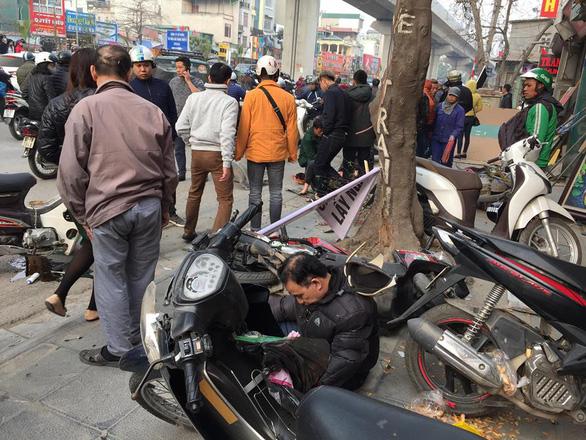 Xe 'điên' gây tai nạn liên hoàn trên phố Hà Nội - Ảnh 3.