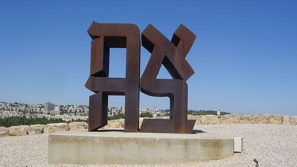 Bức tượng chữ LOVE nổi tiếng ở Mỹ - Ảnh 3.