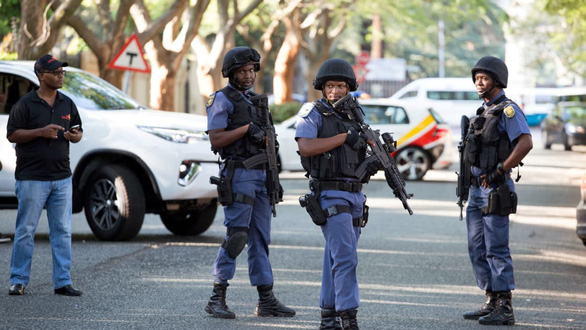 Tổng thống Nam Phi chết vì lợi ích nhóm như thế nào? - Ảnh 2.